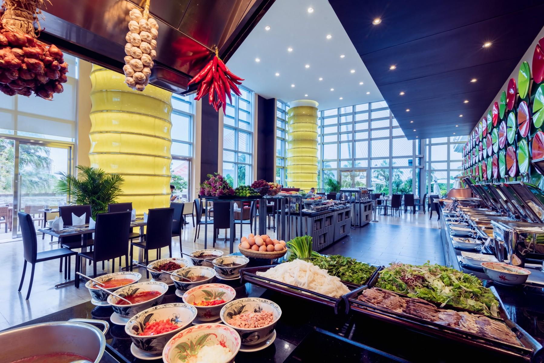 restaurants bars grand mercure danang downtown hotel